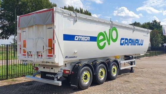Een gebruikte trailers bij Loven Trucks van het merk Granalu